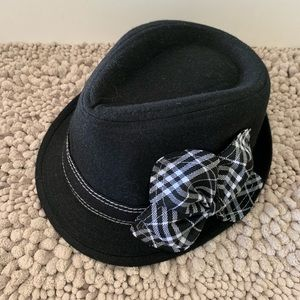 Black wool blend hat with black/white bow